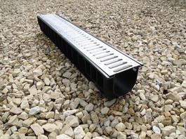 Водоотводный лоток пластиковый дренажный с решеткой штампованной оцинкованной (1000x145x135)