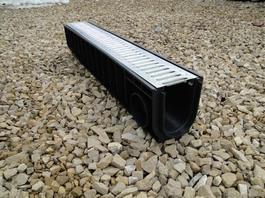 Водоотводный лоток пластиковый дренажный с решеткой штампованной оцинкованной (1000x145x185)