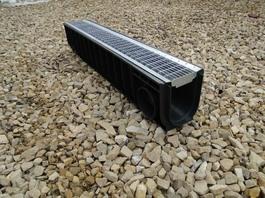 Водоотводный лоток пластиковый дренажный с решеткой ячеистой сталь оцинкованная (1000x145x185)