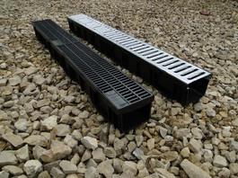Водоотводный лоток пластиковый дренажный с решеткой штампованной оцинкованной (1000x116x96)